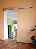 Межкомнатная раздвижная одностворчатая дверь над проемом