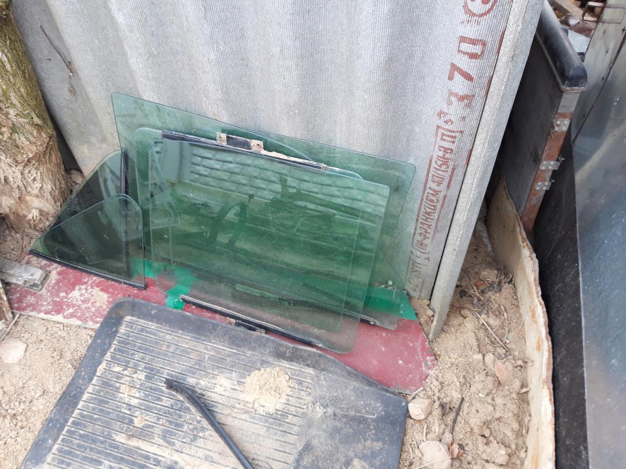 Комплект дверних зелених стекол Газ 2410-31105