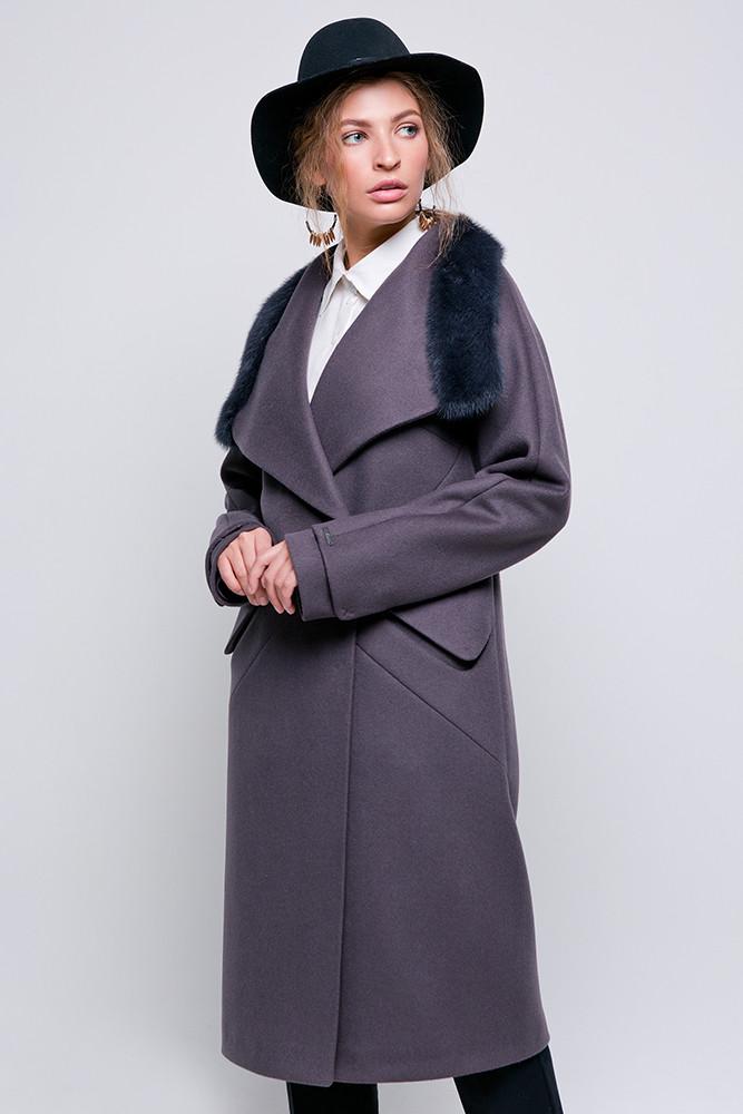 Стильное зимнее пальто с отделкой из меха норки Vam 582