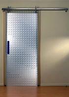 Стеклянная одностворчатая раздвижная дверь в интерьере