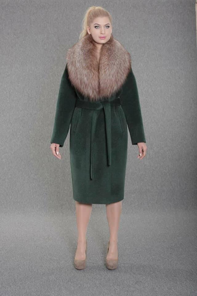 Зимнее женское пальто  из ворсовой ткани с воротником енота Ricco Столица
