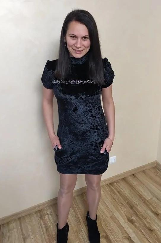 Жіноче бархотное сукню чорного кольору 42р