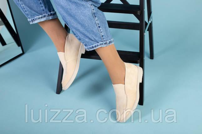 Бежевые замшевые туфли-лоферы на светлой подошве, фото 2