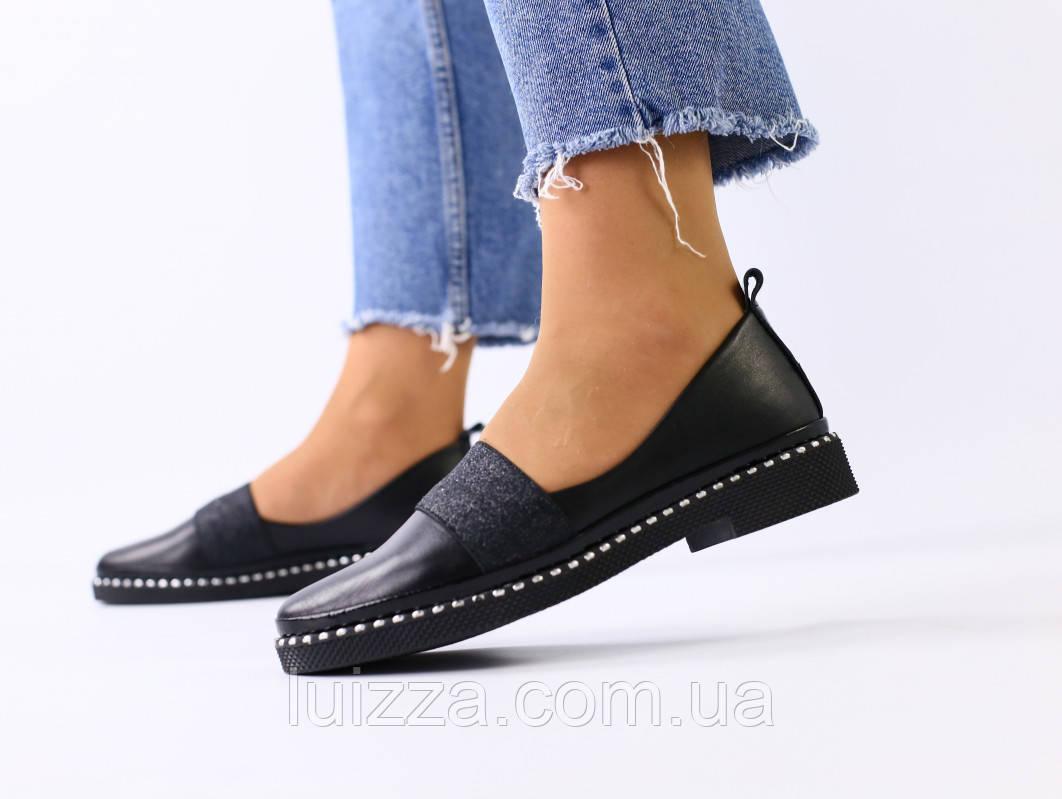 Женские черные кожаные туфли с блестящей резинкой
