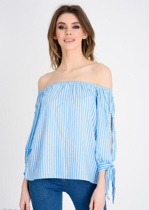 Голубая блузка с открытыми плечами и длинными рукавами S