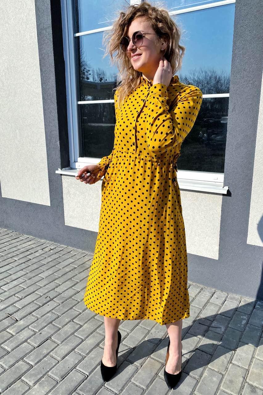 Платье миди в горох с поясом на завязках и карманами Pintore - горчичный цвет, 44р (есть размеры)