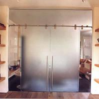 Стеклянная перегородка с двустворчатыми раздвижными стеклянными  дверями