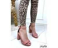 Замшевые босоножки на каблуке цвета пудра