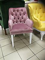Кресло с подлокотниками в каретной стяжке на деревянных ножках Ирен