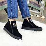 Демісезонні жіночі замшеві чорні черевики на товстій підошві, декоровані фурнітурою, фото 4