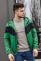 Мужская куртка-ветровка с капюшоном (зеленая)