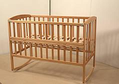 Детская кроватка Гойдалка AMELI с откидной боковиной на полозьях с колесами бук натуральный
