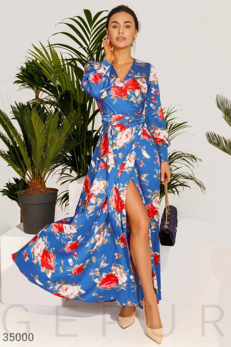 Летнее шелковое платье-макси в яркий цветочный принт синее
