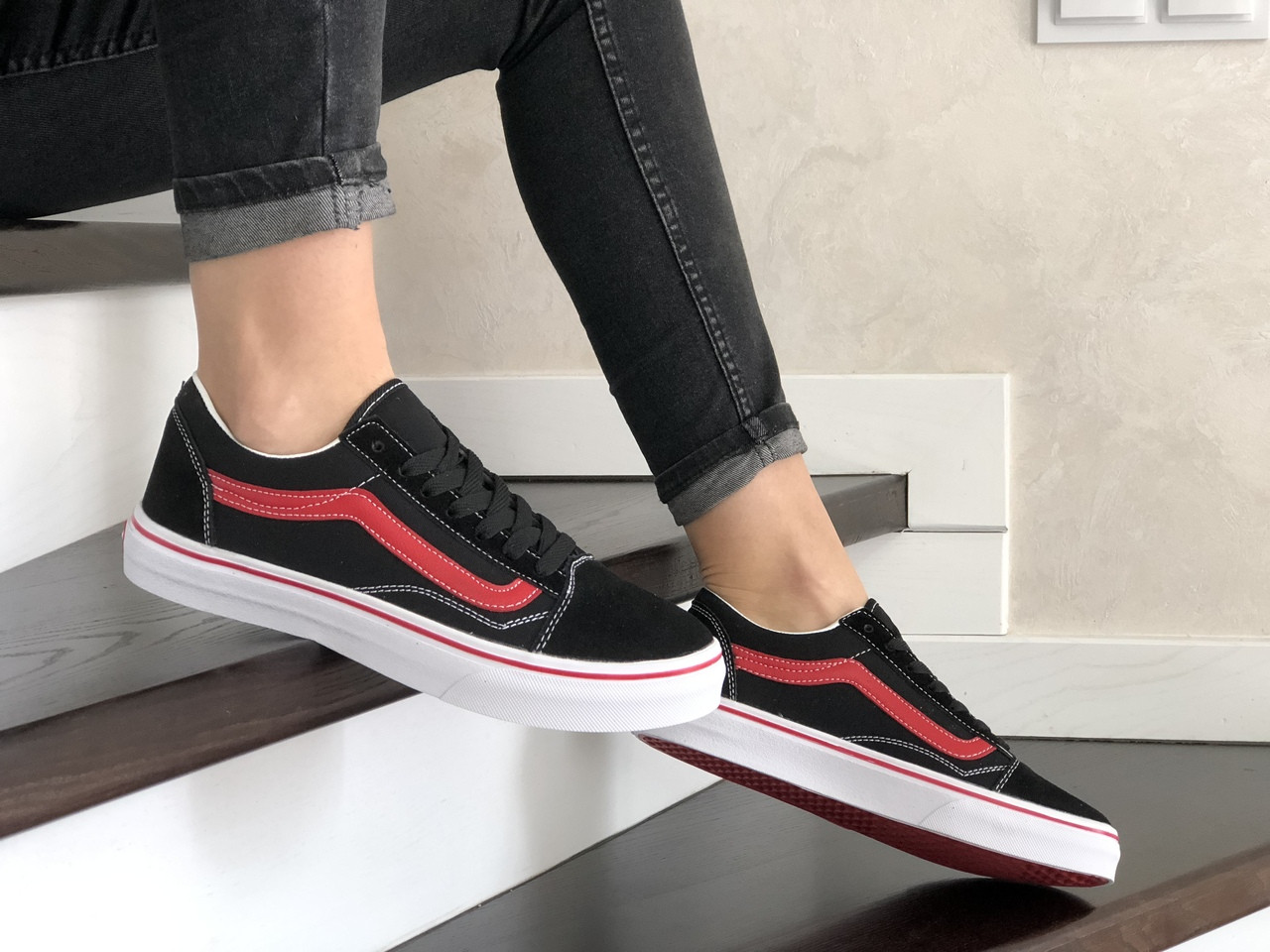 Жіночі кросівки Vans (чорно-червоні) 9195