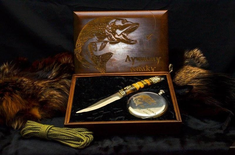 """Ножевой подарочный набор для рыбака """"Царский улов"""" - с авторским ножом и флягой в футляре"""