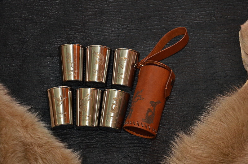 """Подарочный набор стаканчиков с гравировкой """"Походный"""", в чехле из кожи ручной работы"""