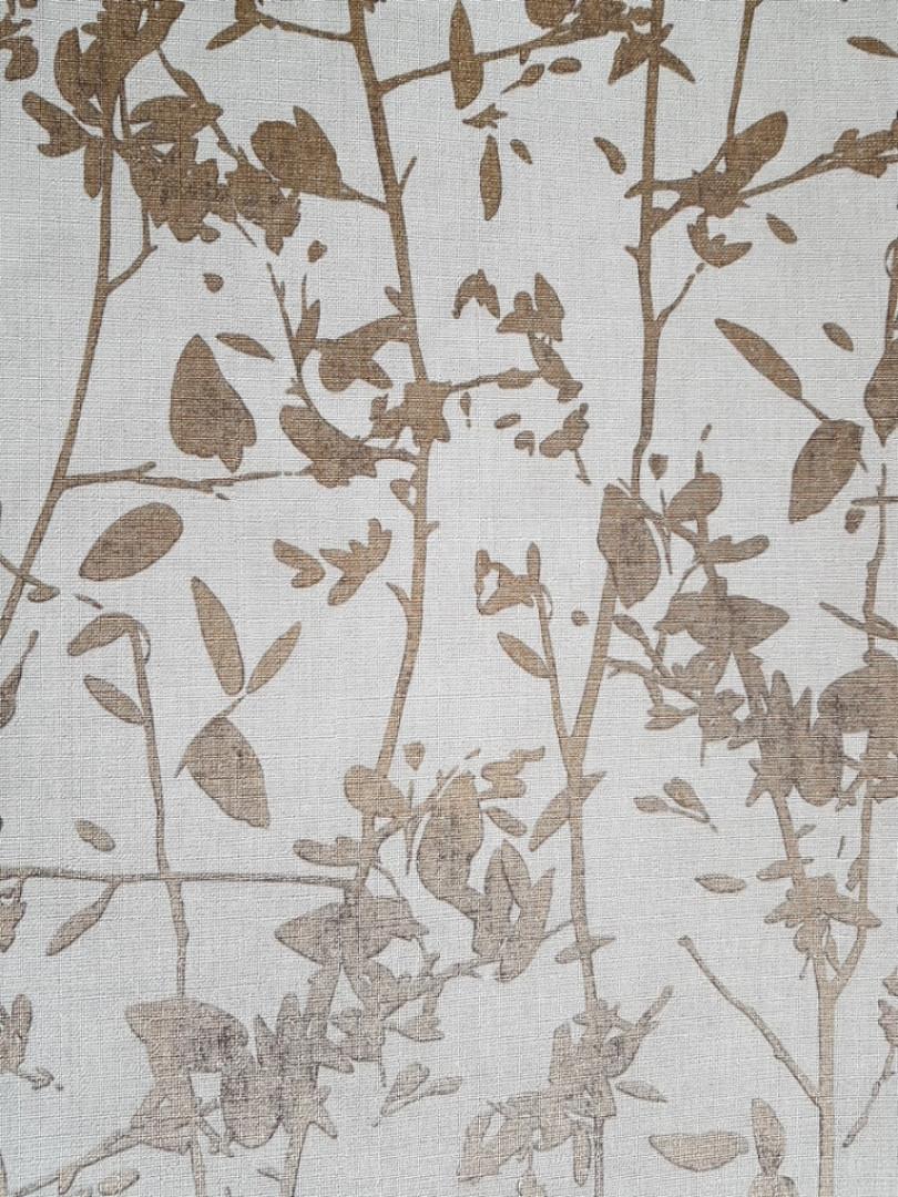 Ообои виниловые на флизелине Decoprint Moments MO22870 листья ветки золотые на светло бежевом фоне
