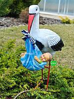 Садовая фигура Аист с младенцем мальчиком керамический на металлических лапах 85 см