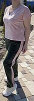 Костюм женский плюшевый с лампасами.
