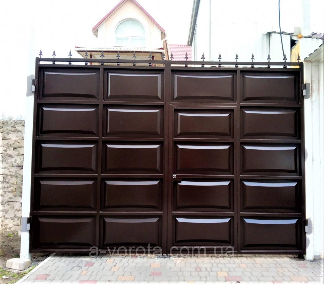 Распашные ворота со встроенной калиткой ш3400 в2500 (дизайн филёнка-линза+шарики и пики))