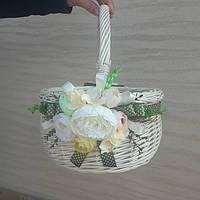 Плетеная декоративная корзина из белой лозы