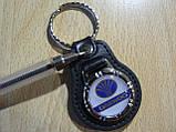 Брелок кожзам округлый Daewoo Уценка пятно на заклепке эмблема Деу автомобильный на авто ключи комбинированный, фото 3