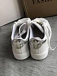 Спортивные белые кроссовки с серебристыми полосками, фото 4