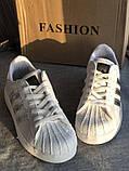 Спортивные белые кроссовки с серебристыми полосками, фото 6