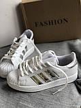 Спортивные белые кроссовки с серебристыми полосками, фото 7