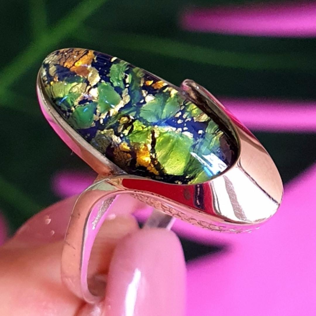 Серебряное кольцо с опалом и золотом