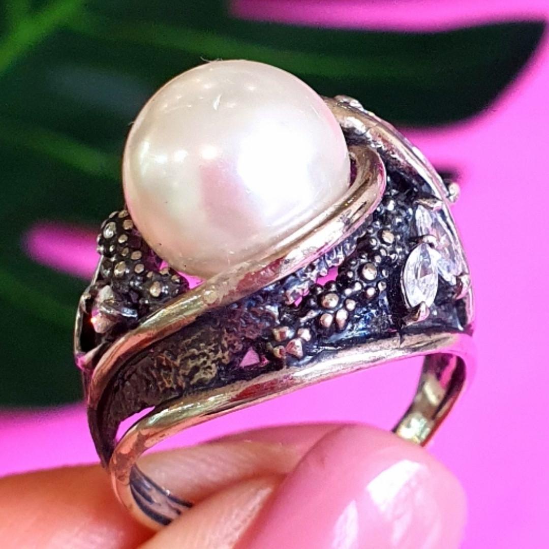 Крупное серебряное кольцо с жемчугом