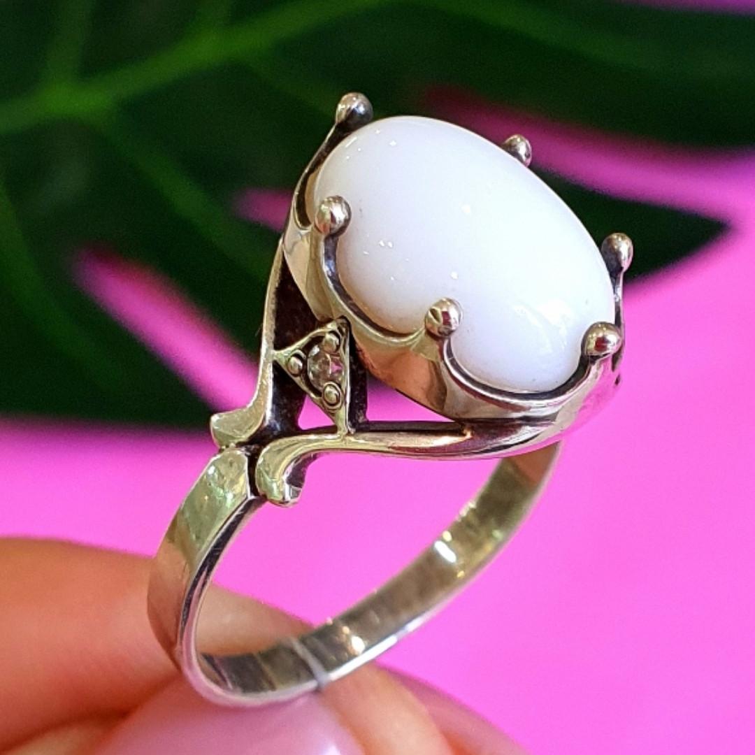 Серебряное кольцо с кахолонгом - Кольцо из серебра с кахолонгом