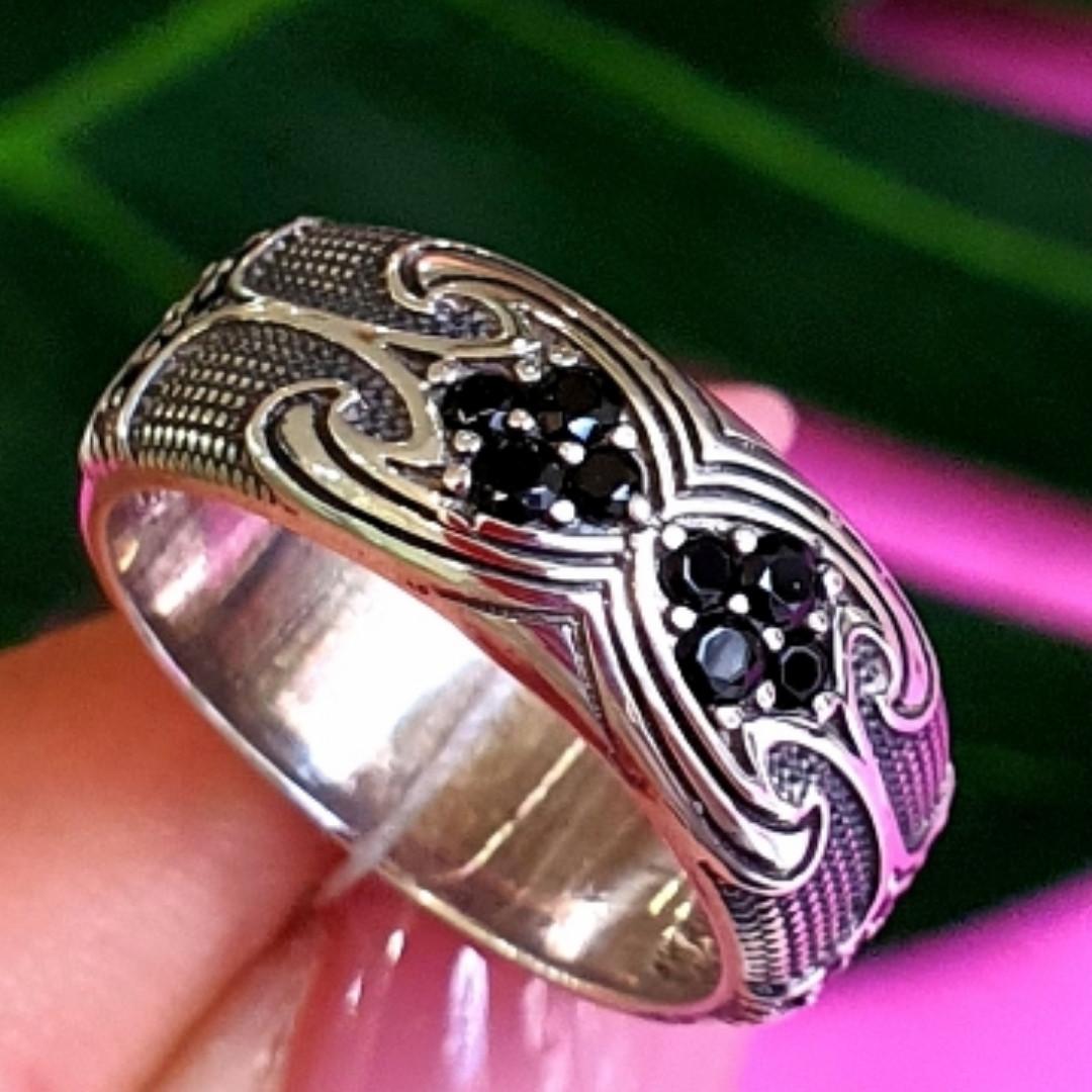 Срібне кільце з чорними цирконами - Незвичайне кільце з срібла з чорними камінням