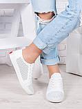 Классические кожаные белые кеды  женские с перфорацией, фото 2