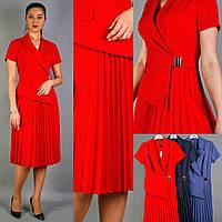 Деловое нарядное платье-костюм красное, на запах, с миди-юбкой плиссе, офисное, на свадьбу