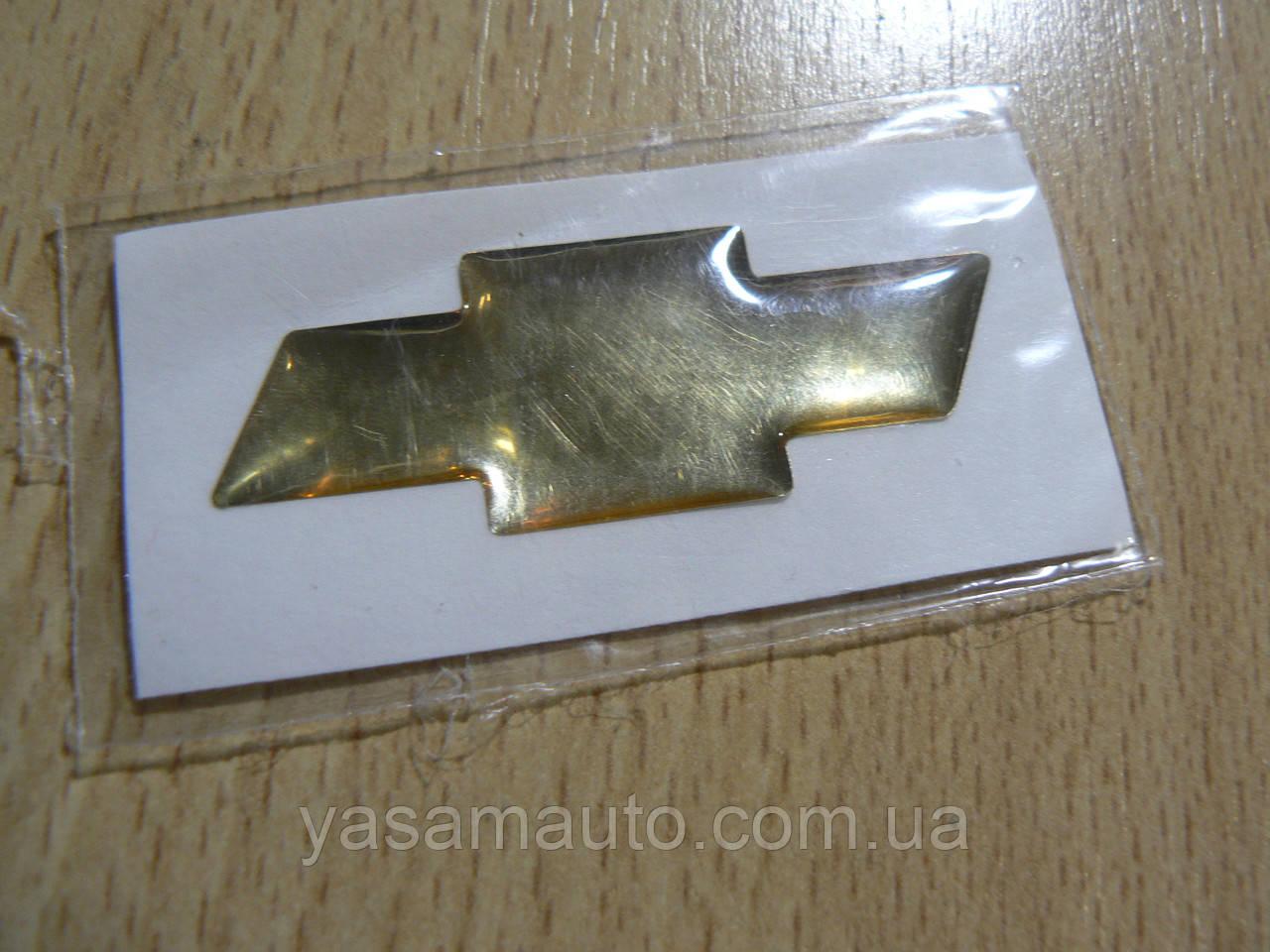 Наклейка s маленькая эмблема Chevrolet крестик 44х16.5х1мм силиконовая золотистая эмблема на авто Шевролет