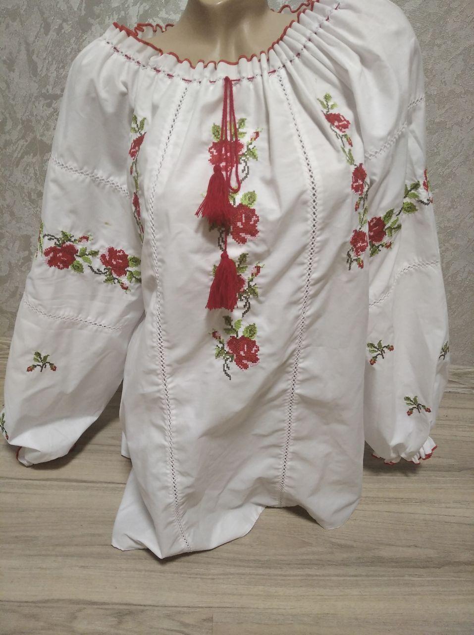 Женская вышиванка (белая с красными цветами) - размер 58