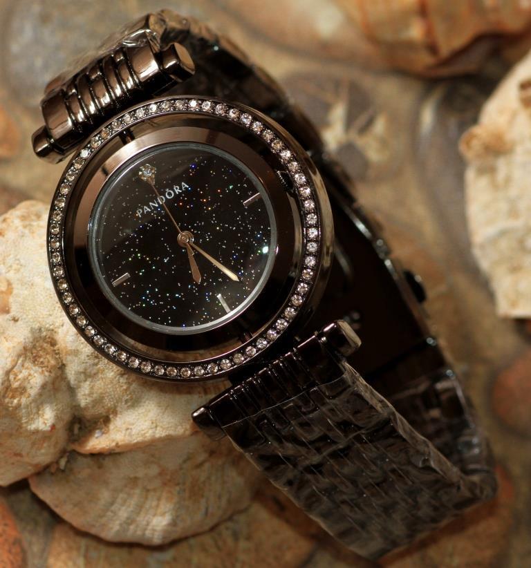 Наручные кварцевые часы HS0082 с металлическим браслетом черного цвета