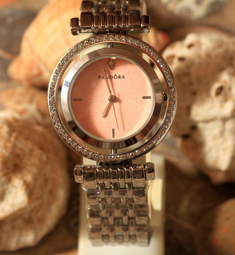Наручные кварцевые часы HS0092 с металлическим браслетом серебристого цвета