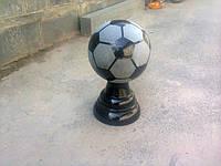 Мяч футбольный на подставке из гранита