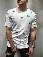 Мужская футболка белая с цветными принтами