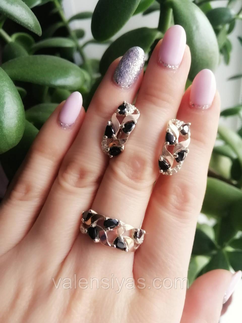 Комплект  серебряных украшений с черными камнями