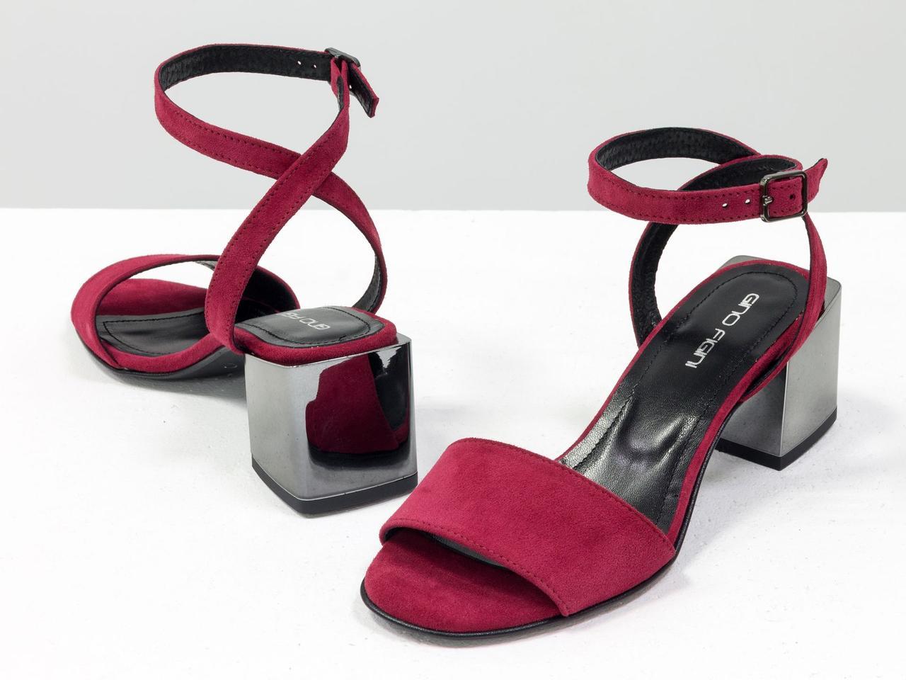 Босоножки на квадратном каблуке с металлическим блеском, с ремешком вокруг щиколотки
