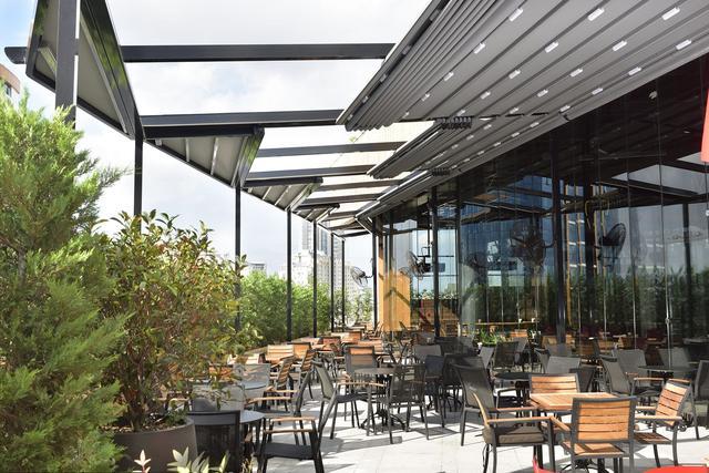 Раздвижная крыша для летних площадок ресторанов
