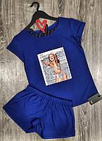 Пижама футболка с шортами украшена аппликацией.