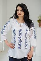 Стильна жіноча етнічна біла батистова блуза XL з чорно-синьою квітковою вишивкою №973-11
