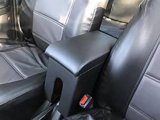 Подлокотник Mazda 323 с вышивкой кожзам