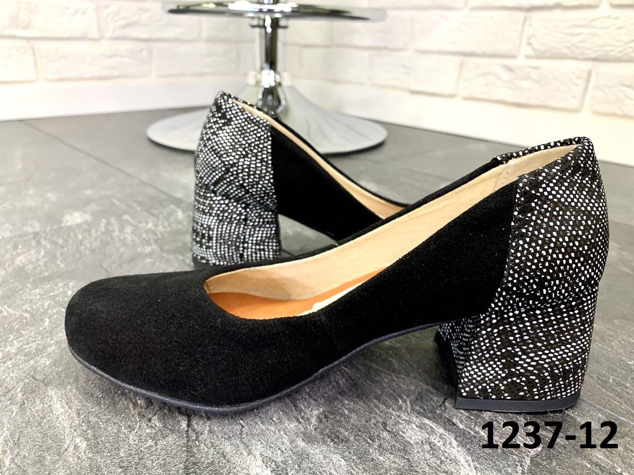 Туфли женские лодочки замшевые черные на каблуке с принтом на пятке