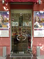 Распашные фасадные стеклянные двери