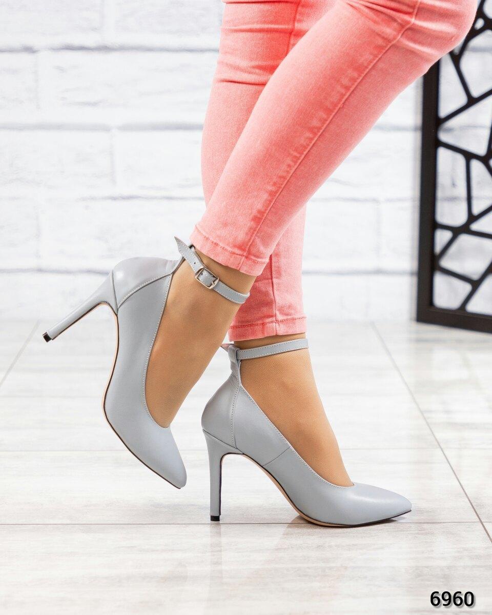 Туфли- лодочки с ремешком